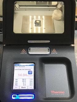 Spettrometro per l'analisi della caratura della lega dentaria